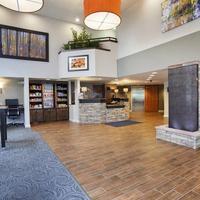 베스트웨스턴 플러스 피크 비스타 인 앤 스위트 We invite you to relax in our lobby.