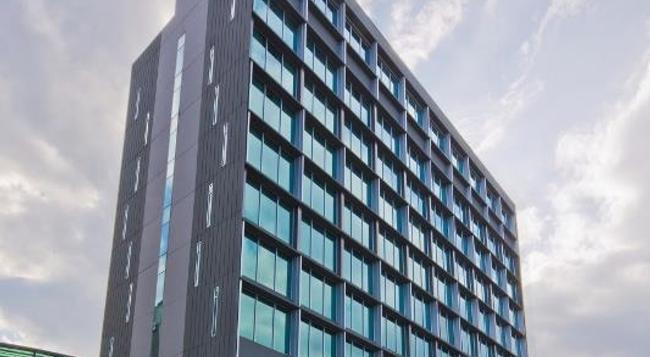 파크아베뉴 창기 호텔 - 싱가포르 - 건물