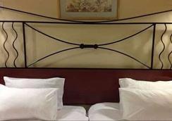 더 뉴 앰배서더 호텔 - Harare - 침실