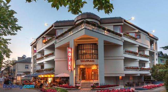 Tauras Center Hotel - 팔랑가 - 건물