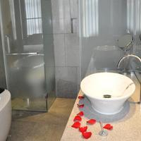로얄 튤립 럭셔리 호텔 카랏 광저우 Royal Tulip Carat Guangzhou Bathroom