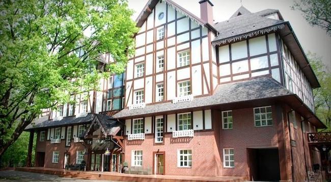 파크 호텔 글로시보 - 키예프 - 건물