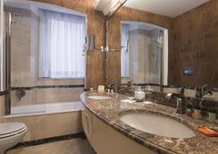 데이 멜리니 호텔 로마 - 로마 - 욕실