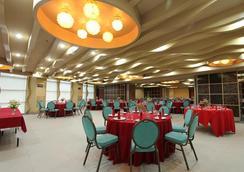 시티 스위츠 라모스 타워 바이 크라운 리젠시 - 세부 - 컨퍼런스 룸