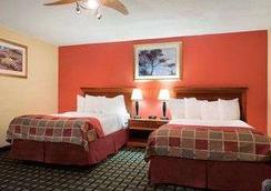 Baymont Inn and Suites Springfield - 스프링필드 - 침실