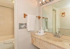 Americas Best Value Inn & Suites - Kansas City - 캔자스시티 - 욕실