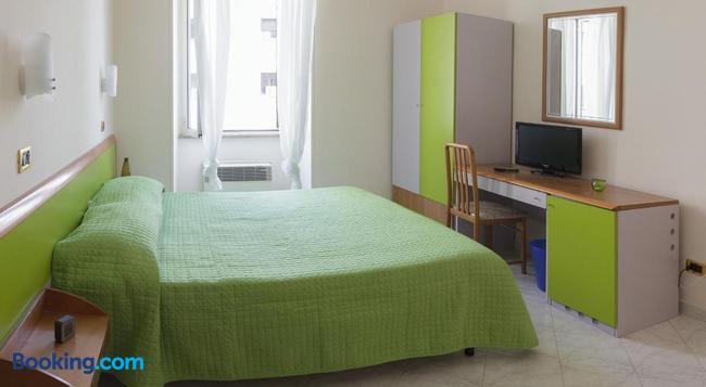 나이스투미트유 - 로마 - 침실