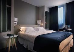 르 신크 호텔 - Chambery - 침실