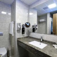 Best Western PREMIER Karsiyaka Standard Room Bathroom
