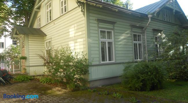 Poska Villa Guesthouse - 탈린 - 건물