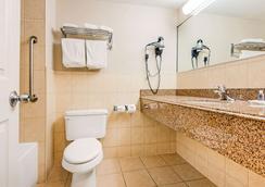 컴포트 인 폴스뷰 - 나이아가라폴스 - 욕실