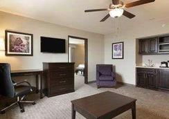 Baymont Inn & Suites College Station - 칼리지스테이션 - 침실
