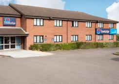 Travelodge Bristol Severn View M48 - 브리스톨 - 건물