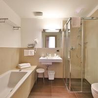 Best Western Hotel Armando Guest Bathroom