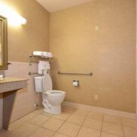 베스트웨스턴 카사 빌라 스위트 Mobility Accessible Guest Bathroom