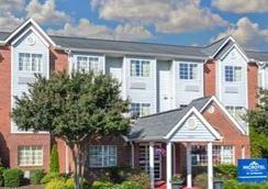 Microtel Inn & Suites Greenville by Wyndham - 그린빌 - 침실