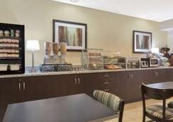 Microtel Inn & Suites Greenville by Wyndham - 그린빌 - 레스토랑