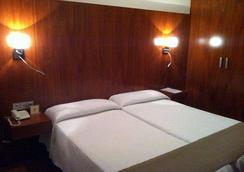 Hotel Sercotel Familia Conde - 우엘바 - 침실