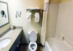 Baymont Inn & Suites Columbia Fort Jackson - 컬럼비아 - 침실