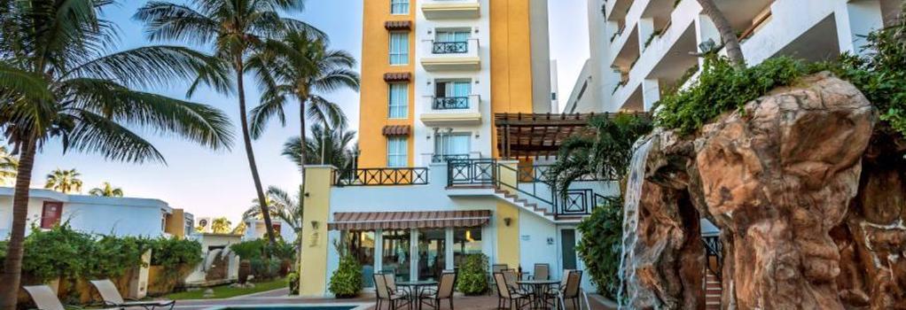 Best Western Hotel Posada Freeman Zona Dorada - 마사틀란 - 건물