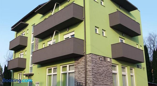 Pansion Komfor Fitea - 오시예크 - 건물