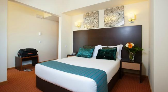 Hotel Dom Afonso Henriques - 리스본 - 침실