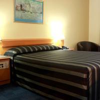 Kings Park Motel Guestroom