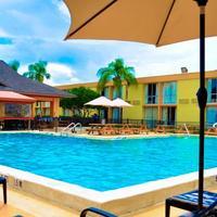 플로리디안 익스프레스 인터내셔널 드라이브 호텔 Outdoor Pool