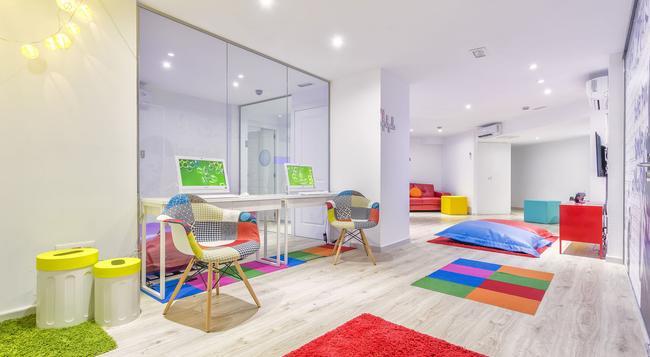 FERGUS Style Cala Blanca Suites - 산타 폰사 - 건물