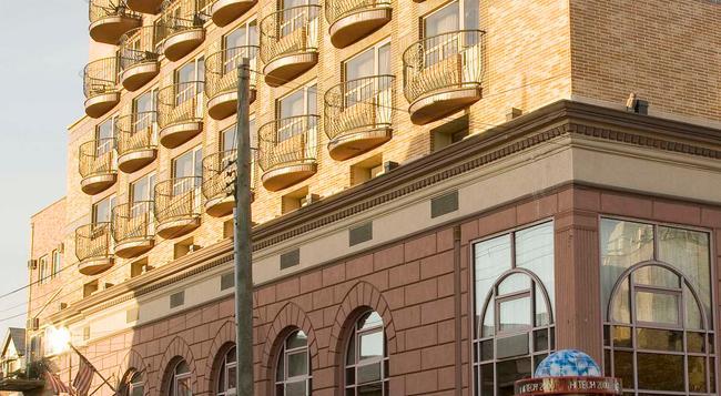 Avenue Plaza Hotel - 브루클린 - 건물