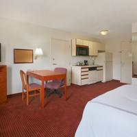 Days Inn and Suites Green Bay WI. Business Queen Room