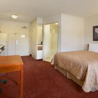 Days Inn and Suites Green Bay WI. Standard Queen Bed Room