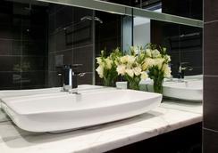 리지스 온 스와톤 호텔 - 멜버른 - 욕실