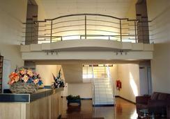 Adansonia Hotel - Francistown - 로비