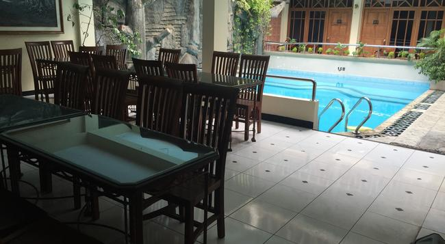호텔 크리스탈리트 - Yogyakarta - 레스토랑