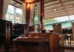Hotelschiff Nedeva Bremen - 브레멘 - 바
