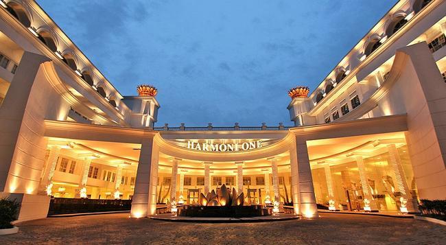 하모니 원 컨벤션 호텔 앤 서비스 아파트먼트 - Batam - 건물