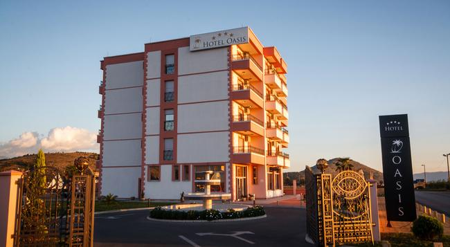 Hotel Oasis - 포드고리차 - 건물