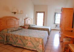 Orange Hill Beach Inn - 나소 - 침실