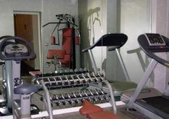더 퀸'스 게이트 호텔 - 런던 - 체육관