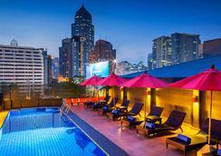 호텔 솔로 수쿰윗 2 - 방콕 - 수영장