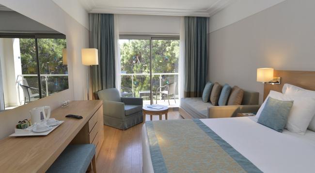 Turquoise Hotel - 시데 - 침실