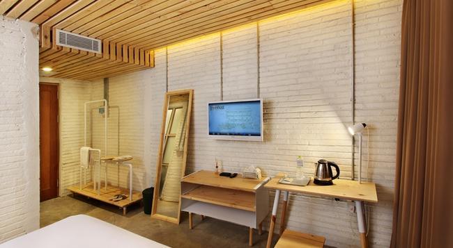그린 부티크 호텔 프라위로타만 - Yogyakarta - 침실