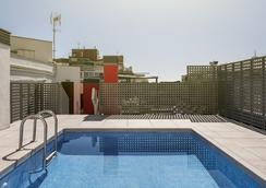 일루니온 오디토리 호텔 - 바르셀로나 - 수영장