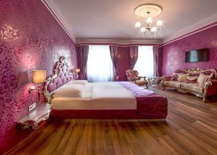 호텔 우라니아