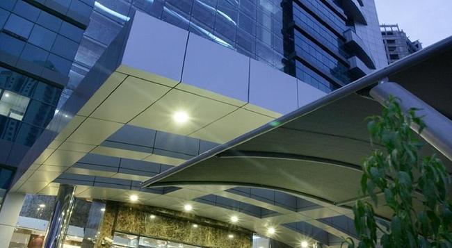 퍼스트 센트럴 호텔 아파트먼트 - 두바이 - 건물