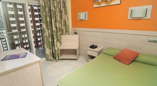 Hotel Servigroup Calypso - 베니도름 - 침실