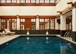 더 사보이 호텔 - 런던 - 수영장