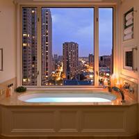 더 페닌술라 시카고 Bathroom