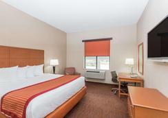 Baymont Inn & Suites Savannah/Garden City - 서배너 - 침실